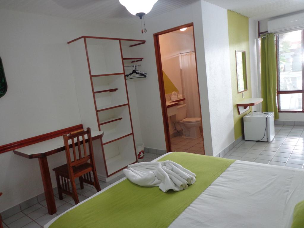 Aire habitacion pequea excellent tiene aire un abanico de for La casa tiene un techo